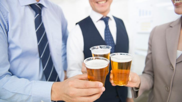 飲み会で気を付けるべきマナーと飲み会の会話術-新人編